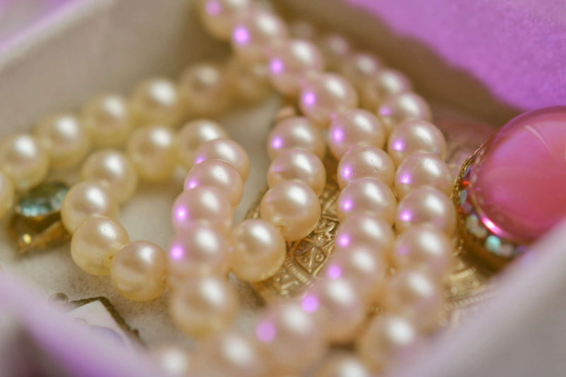 Maska z perłami Mitomo